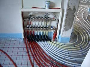 Подключение труб к коллекторному шкафу