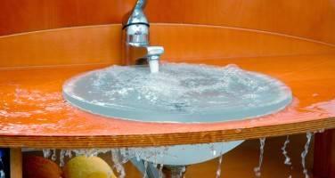 Квартирный вопрос: как прочистить засор в раковине на кухне в домашних условиях