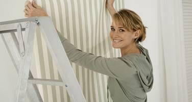 Домашнему мастеру: как клеить виниловые обои на флизелиновой основе
