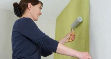 В помощь домашнему мастеру: откуда начинать клеить обои