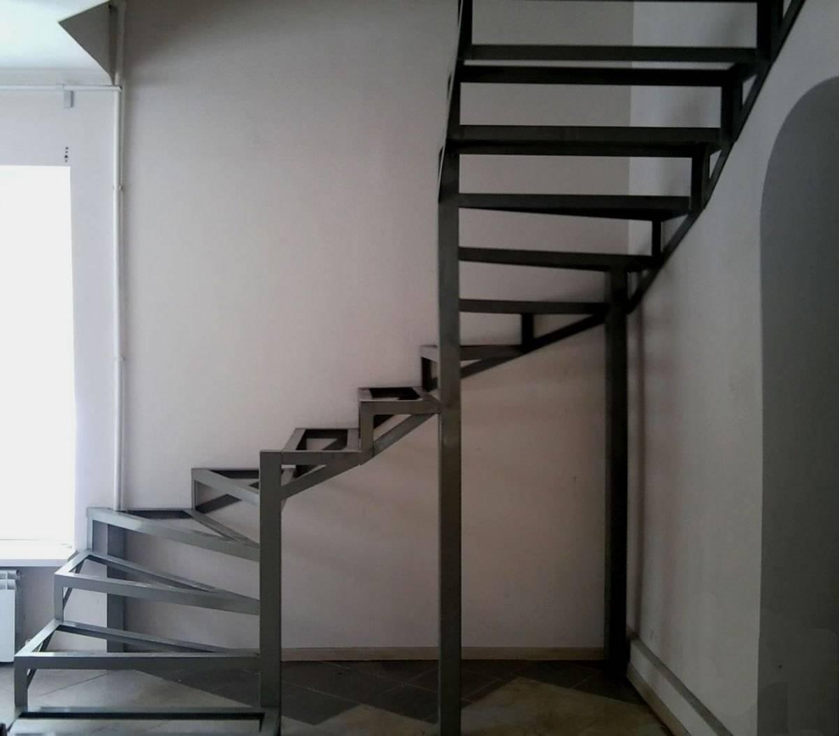 Металлическая лестница на второй этаж своими руками: фото 41