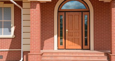 Выбор входной двери в частный дом