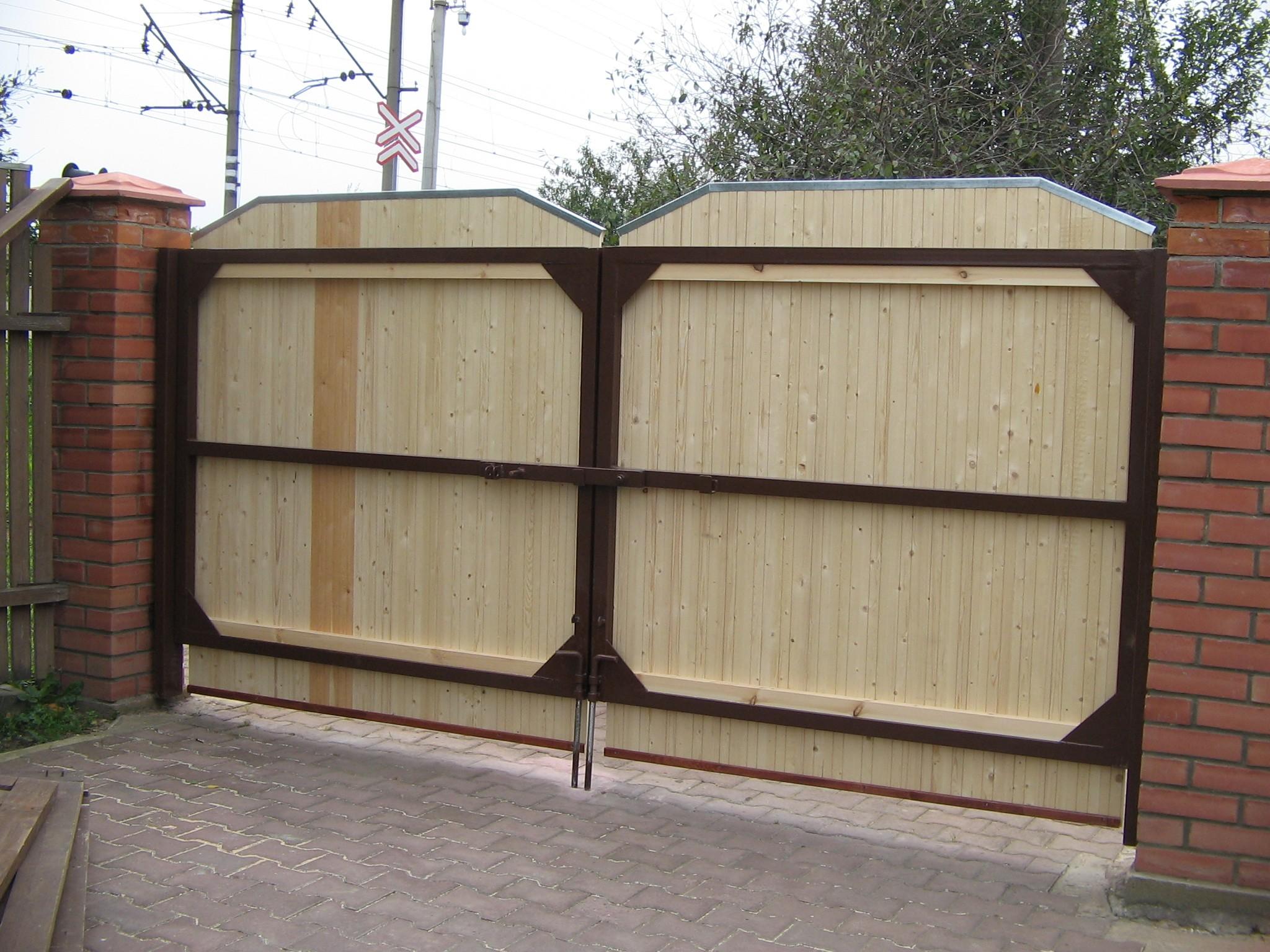 увеличить распашные деревянные ворота фото лучше видно