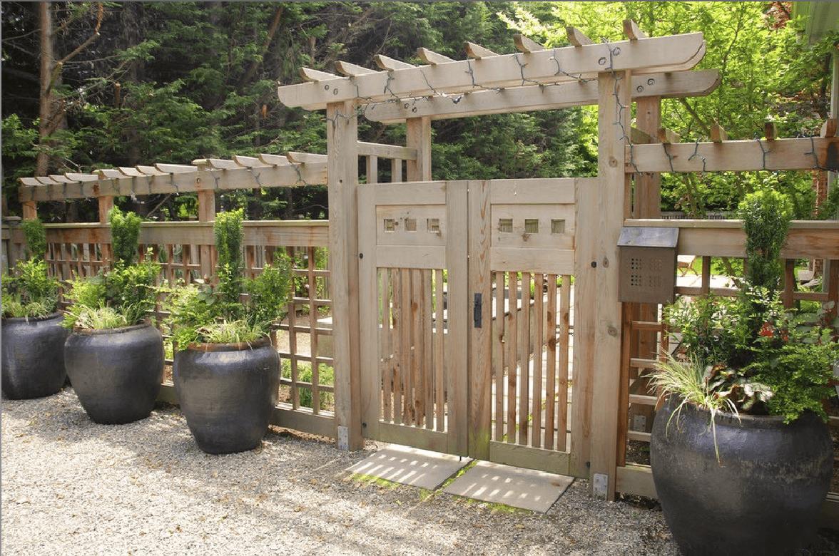 Ворота из дерева — созданные природой